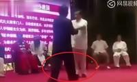 Võ sư truyền điện Trung Quốc bất ngờ 'tắt điện' trên võ đài