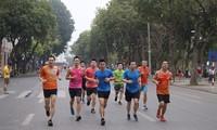 Runner Hà thành khổ luyện sớm tinh mơ cho Tiền Phong Marathon 2021