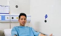 Hùng Dũng gãy chân sau pha vào bóng thô bạo: Bao giờ được phẫu thuật?