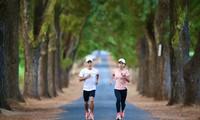 """Hoàng Nguyên Thanh và Hoàng Thị Ngọc Hoa """"test"""" đường chạy Tiền Phong Marathon 2021"""