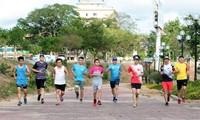Nhóm chạy ở Kon Tum đủ mọi độ tuổi chinh phục Tiền Phong Marathon 2021