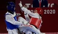 Kim Tuyền (giáp đỏ) dễ dàng đánh bại đối thủ từ Canada.