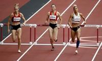Quách Thị Lan (giữa) ở vòng loại 400m rào nữ