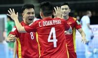 Châu Đoàn Phát ăn mừng bàn mở tỷ số vào lưới CH Czech trong trận cuối vòng bảng