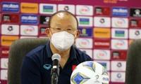 HLV Park Hang-seo tại cuộc họp báo sau trận đấu.