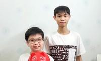 Hai học sinh tặng 10 triệu tiền tiết kiệm chống dịch Covid–19