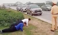 Các lái xe bị phạt chống đẩy. Ảnh: Internet.