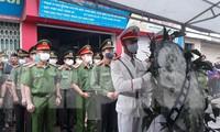 Lãnh đạo Công an tỉnh Bắc Giang đến viếng và chia buồn cùng gia đình anh Mạnh