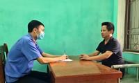 Cán bộ VKS thành phố Bắc Ninh làm việc với chủ quán Nhắng nướng Hiền Thiện