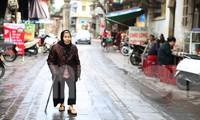 Con đường đá xanh trở thành một phần không thể thiếu trong cuộc đời bà Thanh (96 tuổi)