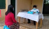 Người dân đến khai báo y tế với cơ quan chức năng tỉnh Bắc Ninh