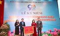 Bí thư Tỉnh ủy Bắc Ninh Đào Hồng Lan trao cờ thi đua cho Tỉnh Đoàn Bắc Ninh nhân kỉ niệm 90 năm ngày thành lập Đoàn