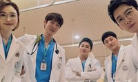 """Hospital Playlist 2 vừa mở màn đã """"toang"""" hai cặp đôi, """"chú Chân Dài"""" lại được theo đuổi"""