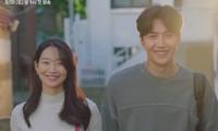 """Shin Min Ah - Kim Seon Ho đẹp đôi miễn bàn trong teaser mới của """"Hometown Cha-Cha-Cha"""""""