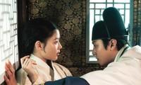 """""""Bầu Trời Rực Đỏ"""" ghi điểm từ """"visual"""" Kim Yoo Jung, Ahn Hyo Seop đến nội dung cuốn hút"""