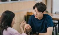 Hometown Cha Cha Cha: Rating tăng vọt nhờ nụ hôn bất ngờ của Shin Min Ah và Kim Seon Ho