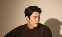 """Đây là cách Kim Woo Bin ủng hộ phim """"Hometown Cha Cha Cha"""" của """"nóc nhà""""' Shin Min Ah"""