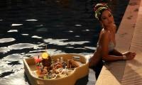 Tung bộ ảnh bikini chào mùa Hè, Hoa hậu H'Hen Niê khoe đường cơ bụng số 11 cực chuẩn