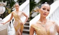 Hoa hậu H'Hen Niê khoe khả năng tự make-up, thần thái sắc sảo cùng thân hình đồng hồ cát