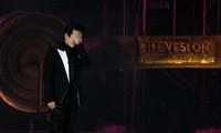 """Hà Anh Tuấn bật khóc khi nói lời tạm biệt khán giả tại đêm cuối """"Veston Concert"""" ở Đà Lạt"""