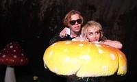 """Miley Cyrus cùng rapper 17 tuổi ra mắt MV """"hot trend"""" TikTok quay tại bãi đậu xe McDonald"""