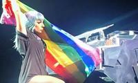 Lady Gaga làm ấm lòng cộng đồng lục sắc bằng loạt tuyên ngôn truyền cảm hứng