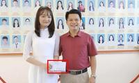 """Thủ khoa 30/30 điểm là học trò của thầy giáo Hà Tĩnh có """"đề ôn tập giống 80% đề thi thật"""""""