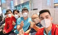 Đội tuyển Việt Nam tới Ả Rập Xê-út: Văn Toàn, Tiến Linh than mệt, Hải Quế lại rất vui vẻ