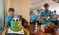 """Tuyển Việt Nam tổ chức sinh nhật cho Đức Chinh: Không thể thiếu màn úp bánh """"huyền thoại"""""""