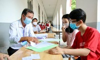 Tân sinh viên tại TP.HCM mong sớm được đi học trở lại, vẫn lo gánh nặng học phí