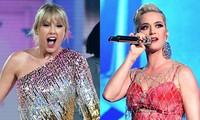 """Katy Perry tiễn thẳng bản hit """"E.T"""" kết hợp cùng Kanye West ra """"chuồng gà"""" vì Taylor Swift"""
