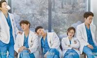 """Hospital Playlist tập 8: """"Trai đẹp"""" hội bác sĩ sắp làm cha xứ, Jun Wan lên trưởng khoa"""