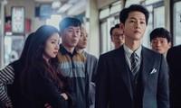 """""""Vincenzo"""": Song Joong Ki ở Ý thì bất khả xâm phạm, vừa về Hàn Quốc lại bị đánh ngất xỉu"""