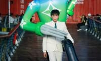 Nhờ Ngô Diệc Phàm ôm bóng bay khổng lồ, show của Louis Vuitton thu hút 100 triệu lượt xem