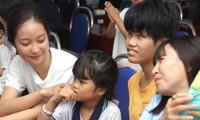 Thí sinh Hoa Hậu Việt Nam 2020 chia sẻ yêu thương cùng các em nhỏ kém may mắn ở Vũng Tàu