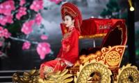 Hoa hậu Mỹ Linh ăn chay để hóa thân thành Thánh Mẫu trong màn trình diễn áo dài