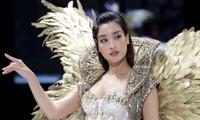"""Mặc bộ váy nặng 40kg, Hoa hậu Đỗ Mỹ Linh lo lắng: """"Em sợ sẽ bị ngã trên sàn catwalk!"""""""