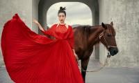 Hoa hậu Đỗ Mỹ Linh gợi ý chọn trang phục áo tứ thân cách điệu cho mùa Tết Tân Sửu
