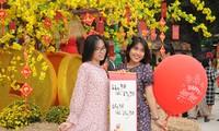 Teen Sài Gòn đón Tết sớm: Tưng bừng trò chơi dân gian, diện áo dài đi phố ông Đồ