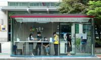 Nỗ lực chống dịch COVID-19, Hàn Quốc lắp đặt nhiều trạm xe buýt với tính năng đặc biệt