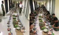 Bữa ăn muộn ở hành lang của các chiến sĩ khu cách ly: Tuyệt vời hơn mọi menu đắt tiền!