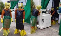 Thiếu thiết bị vật tư y tế, đội ngũ y bác sĩ phải tự chế đồ bảo hộ từ... túi đựng rác