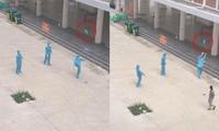Giây phút thư giãn hiếm hoi: Nhân viên chống dịch mặc nguyên đồ bảo hộ chơi đá cầu