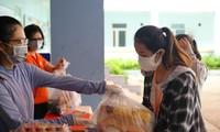 Một trường Cao đẳng tại Đà Nẵng tặng hàng trăm suất quà cứu trợ tới tận tay sinh viên