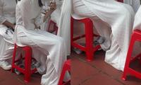 Nữ sinh mặc áo dài truyền thống dự lễ khai giảng, nhưng khi nhìn kĩ ai cũng phải trầm trồ