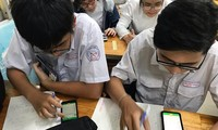 Quy định mới học sinh được phép dùng điện thoại trong lớp học, thầy cô và teen nói gì?