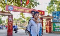 Tin vui: Đại học Y dược Thái Bình miễn toàn bộ học phí cho nam sinh cõng bạn 10 năm đi học