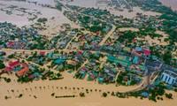"""Chùm ảnh Quảng Trị ngập trong """"biển"""" lũ chụp từ flycam: Thương lắm, miền Trung ơi!"""