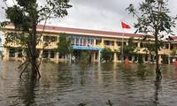Nhiều trường ĐH, CĐ miễn giảm học phí, tặng học bổng cho sinh viên vùng lũ miền Trung