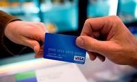 """Thẻ thanh toán """"vạn năng"""": Phụ kiện mới không thể thiếu của giới trẻ thế giới"""